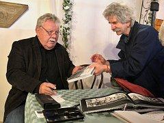 Josef Lanc a Tomáš Ondrášek vystavují fotografie v kapli u sv. Ducha v Mostě