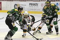 Litvínovští hokejisté (uprostřed) doma slavili tři body s Mladou Boleslaví.