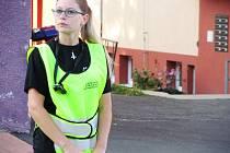 Do skupiny nových asistentů prevence kriminality patří i Vendula Křepelová. Od dnešního rána působí u ZŠ Ruská.