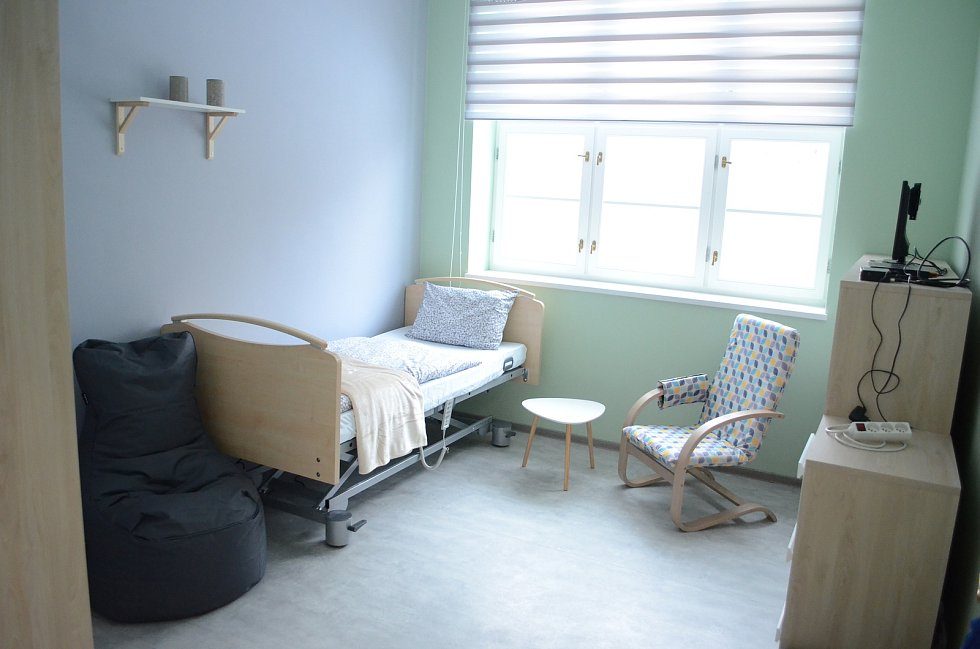V rekonstruovaném pavilonu bývalé polikliniky v ulici Tylova v Litvínově vzniklo komunitní bydlení Lesovna. Je pro 18 klientů janovského Domova pro osoby se zdravotním postižením.