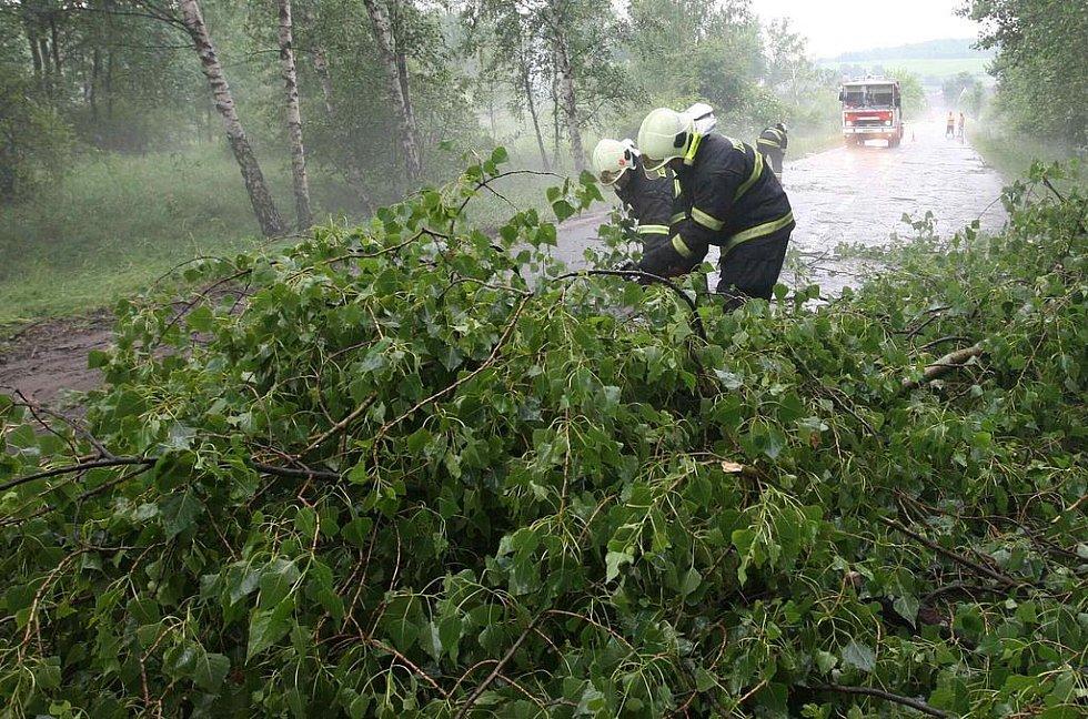 Průtrž mračen v Braňanech zaměstnala hasiče