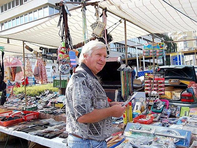 Jiří Pospíšil chodí na trh v centru Mostu rád. Oceňuje české výrobky.