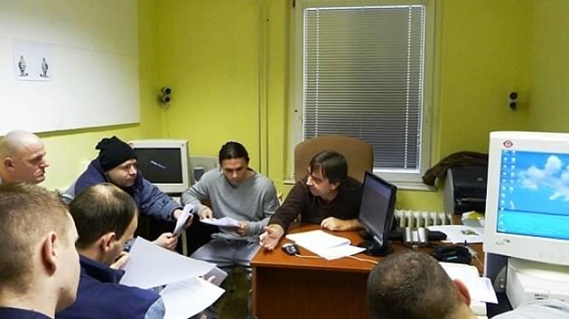 Závěrečná zkouška za přítomnosti zkušebního komisaře Jaroslava Šindlera z Regionálního střediska výchovy a vzdělávání.