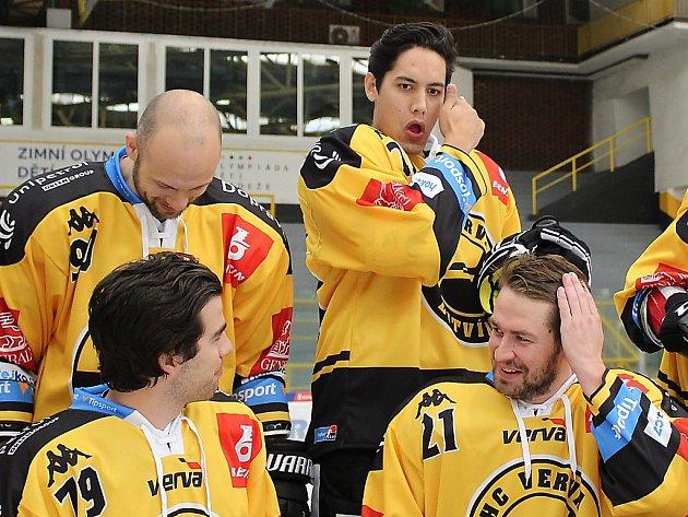 Litvínovští hokejisté se fotí před novou sezonou.