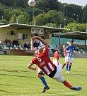 Souš (v červených dresech) v zápase proti Ostrovu, který ovládla 6:3.