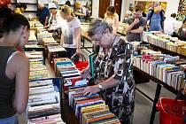 Burza knih v mostecké knihovně, pondělí 12. září.