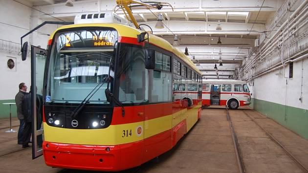 Nová tramvaj mosteckého dopravního podniku.