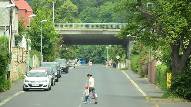 Ulice Mezibořská v Litvínově, kde bude 25. června obří vodní klouzačka.
