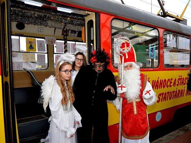 Mikulášská tramvaj vMostě.