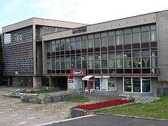 Budova bývalé KSČ v Mostě.