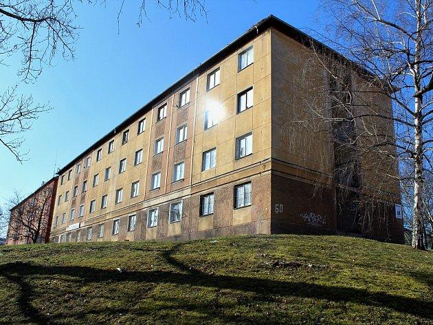 Z bloku 60 v mostecké ulici Táboritů vznikne Alzheimer centrum. Práce začnou v polovině letošního roku