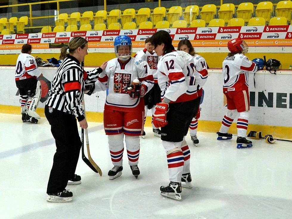 Na litvínovském zimáku se sešly hokejové veteránky.