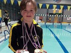 Litvínovská plavkyně a medailistka Adéla Bergmanová po závodech.
