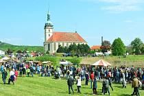 Mostecký kostel během letošní oslavy Karla IV. a keltského svátku Beltain..