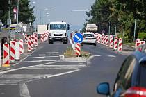 V ulici SNP v Mostě pokračuje rekonstrukce rušného silničního tahu