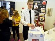 Studentské volby se ve středu 4. října konaly v Soukromé hotelové škole Bukaschool v Mostě