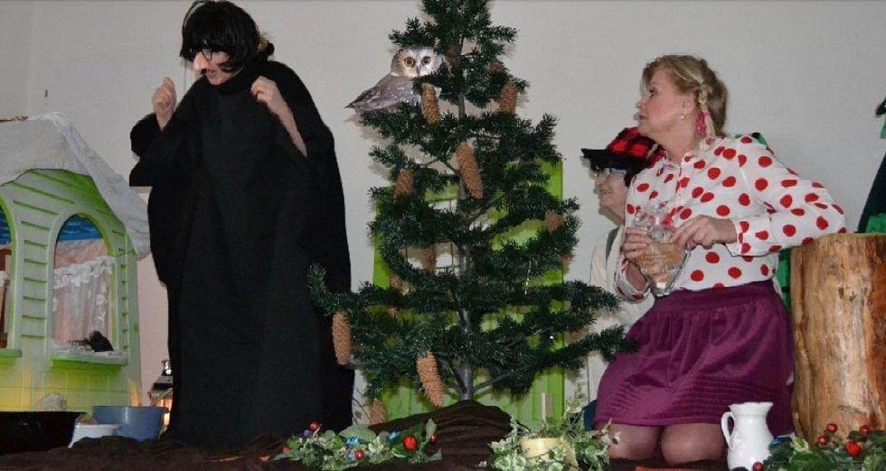Spolek žen v Brandově hraje divadlo.