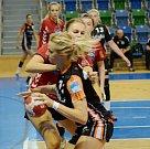 Mostecké házenkářky v zápase s Holanďankami.