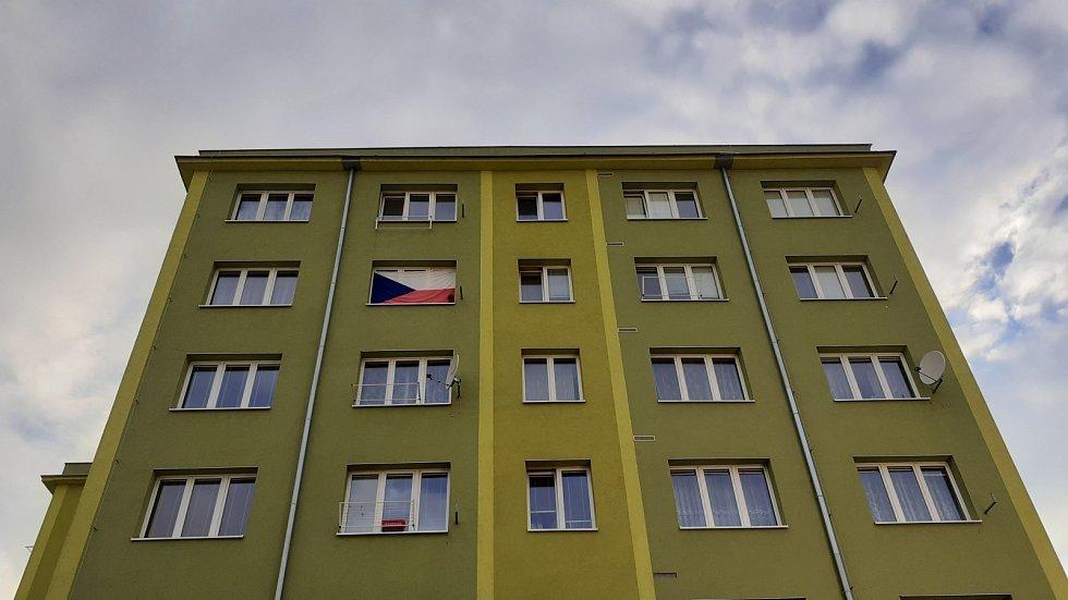 Sledování hokejového utkání České republiky proti Švédsku ve venkovním areálu Minipivovaru Most