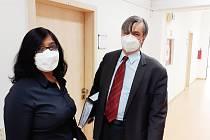 Iveta Theuserová a její advokát David Strupek před soudním jednáním ve čtvrtek 8. dubna.