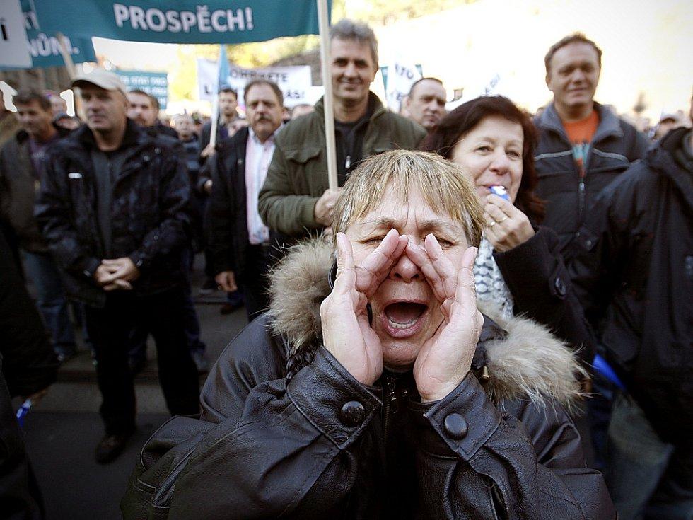 Horníci protestují v Praze.