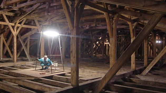 Podkroví mosteckého děkanského kostela.