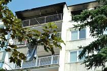 V bloku F2 v sobotu ve tři hodiny ráno vybouchl byt. Takhle to na místě vypadalo v sobotu dopoledne.