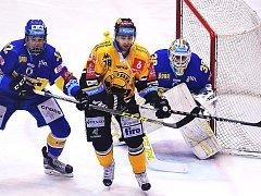 Litvínov (ve žlutém Robin Hanzl) prohrál ve Zlíně.
