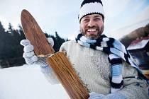 České hory lákají i vyznavače historie lyžování a klasických dřevěných lyží. I ty se ale dají zlomit.