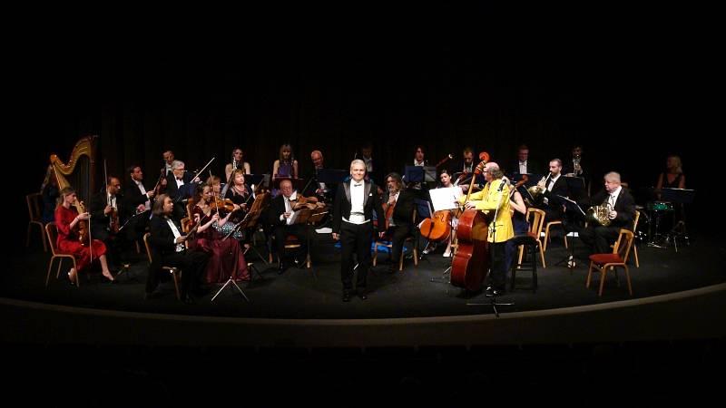 Konečně živá muzika. Festivalový orchestr Petra Macka hrál v Mostě a Chomutově.