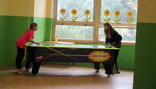 Air-hockey ve Středisku volného času vMostě.