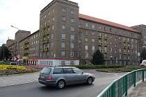 Úprava Stovky (okolí bloků 95 až 100) je součástí integrovaného plánu rozvoje města, který s dotacemi EU řeší deprivované zóny a soužití obyvatel.