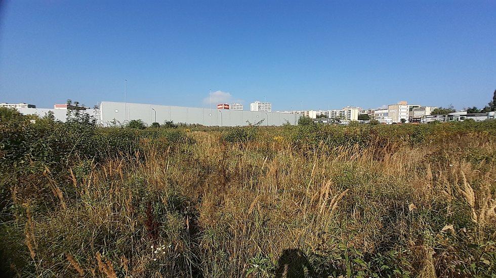 Na tomto místě v Mostě má stát Kaufland, probíhá zjišťovací řízení kvůli EIA.