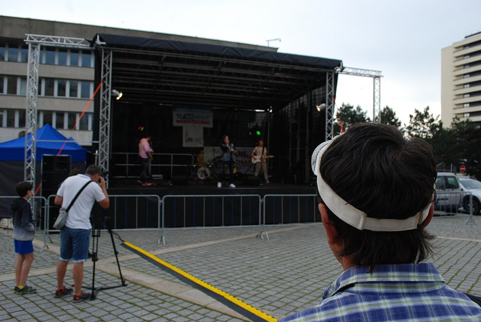Na 1. náměstí v Mostě ostravská pop-rocková kapela Self Made zahájila šňůru letních koncertů Skutečná liga.
