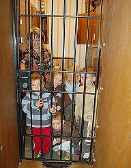 Děti z Mateřské školy v Tylově ulici zavřené v trezoru.