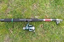 Strážníci pytlákovi zabavili rybářský prut