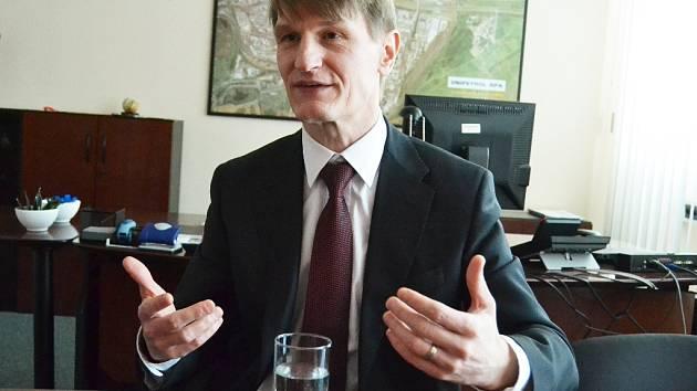 """""""Tento rok je opravdu hodně náročný,"""" říká šéf litvínovské chemičky Marek Switajewski."""