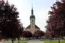 Přesunutý kostel v Mostě se otevře v pondělí.