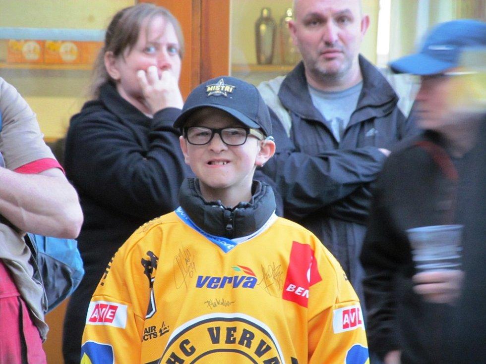 Fanoušci a hokejisté se na Loučkách rozloučili s hokejovou sezonou.