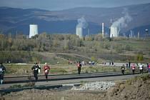 Pohled na pusté okolí Jezera Most při běhu okolo vodní nádrže, který se konal 28 října.