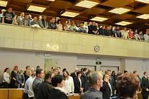 Veřejnost na zasedání mosteckého zastupitelstva v prosinci 2014.
