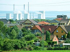 Elektrárna Počerady, vpředu mostecké Vtelno.