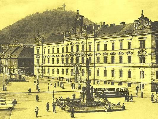 Stavba budovy krajského a okresního soudu včetně věznice na I. náměstí