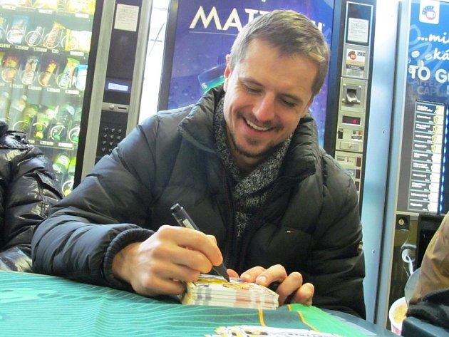 Rostislav Martynek při autogramiádě.