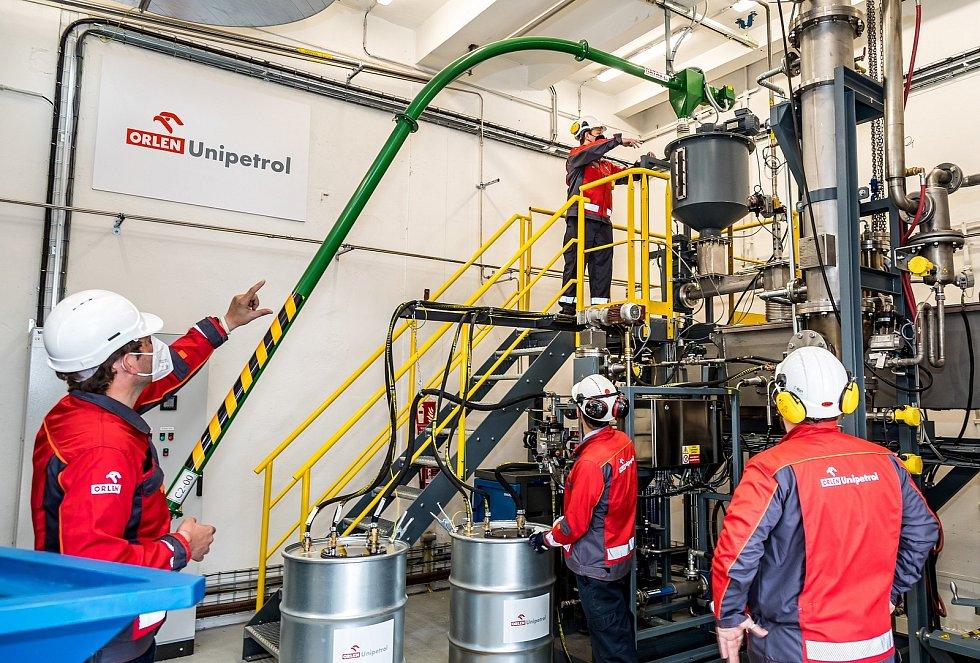 Testovací jednotka na recyklaci odpadních plastů v chemičce v Záluží