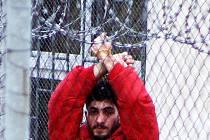 Uprchlíci drželi hladovku, obávali se, že budou deportováni. Po teroru v Paříži hladovku ukončili.