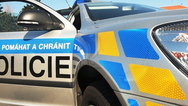 Policejní výstřel zastavil zdrogovaného muže, prchajícího v kradeném autě