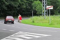 Mezi Litvínovem a Mezibořím už cesty jsou, lidé ale často využívají právě silnici, což je hodně nebezpečná varianta. Meziboří proto chce vedle silnice udělat novou cestu.