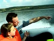 Jízda ve člunu po Jezeru Most.