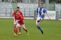 Mostecký fotbalový klub (v modrém) doma přehrál 3:1 Ostrou.